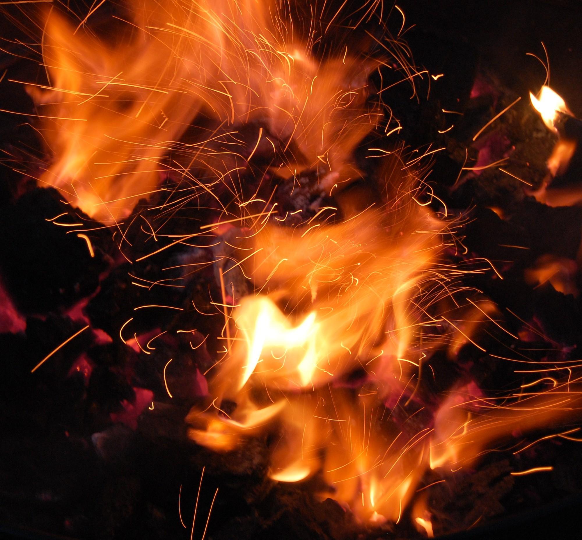 957946 22621024 e1398433507412 - Nebiblické principy Full flame