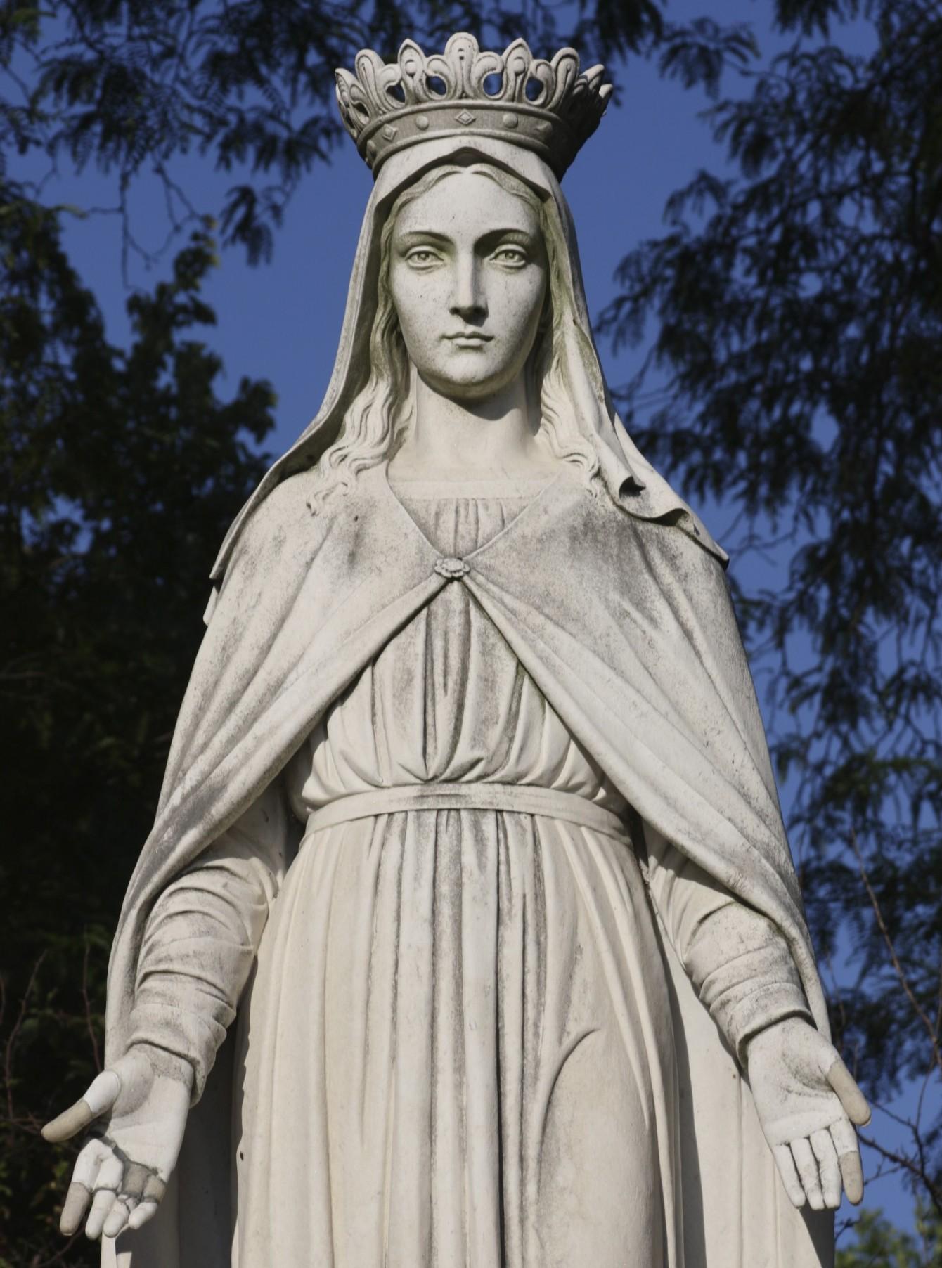 Fatimské zjevení Panny Marie, Panna Marie Fatimská