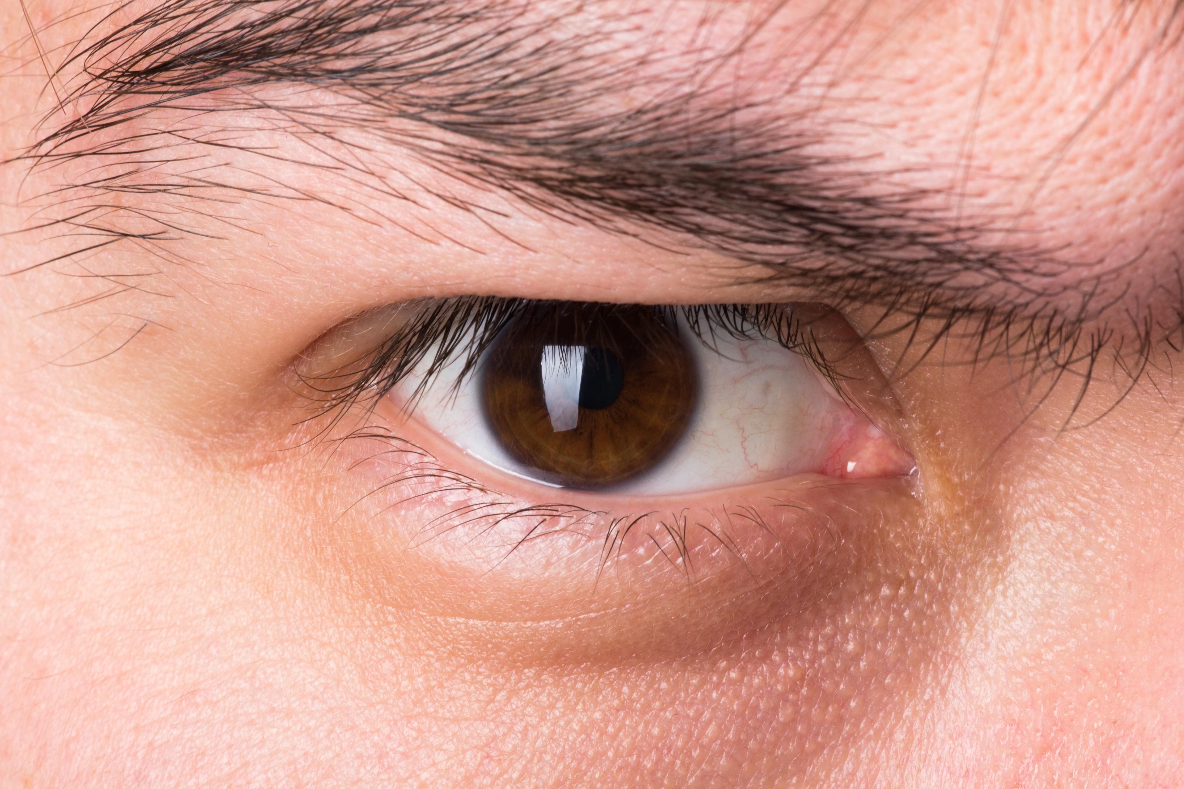 stockvault eye154494 - Jasnozřivost, jasnovidec, čtení zavřených dopisů