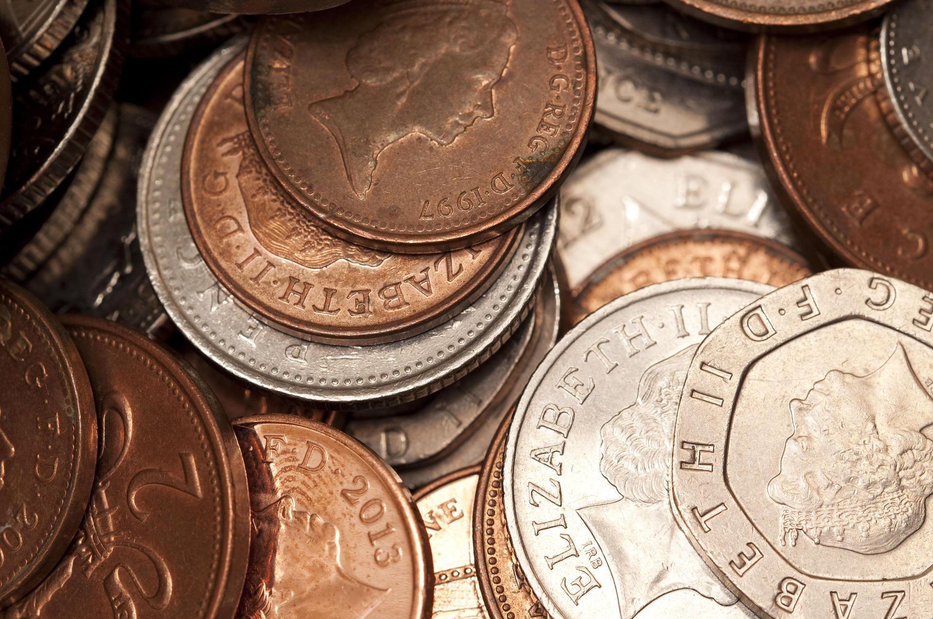 """coins 2512279 1920 - Nemá smysl lákat lidi na """"křesťanské benefity"""""""