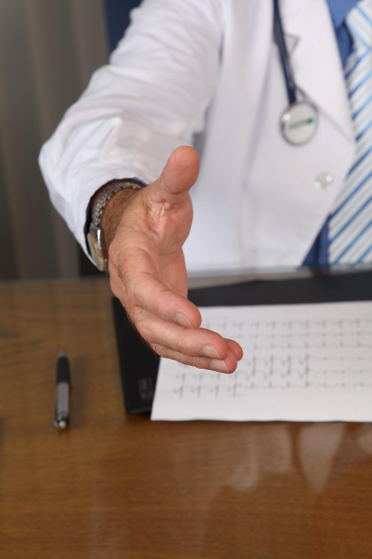 doctor 1228629 1920 - Mnozí lékaři už slouží druhé Vědě