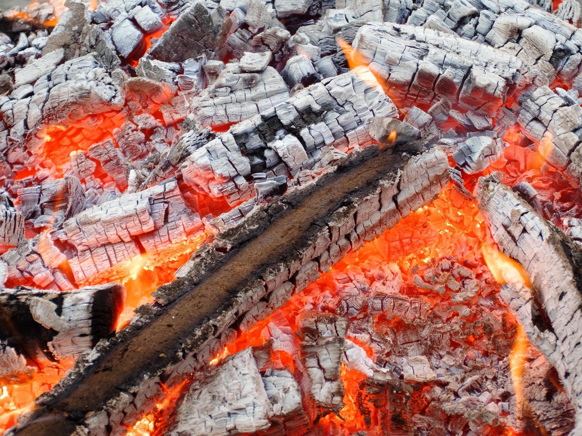 wood 1083407 1920 - Firewalking, provádění ohněm